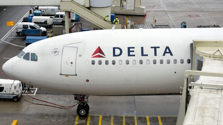 A plane of Delta Airlines with 398 people on board,