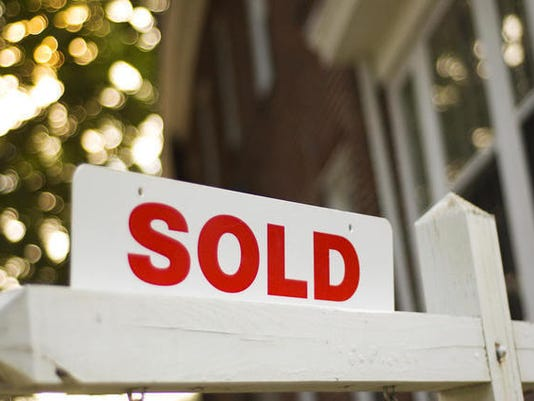home-sold-sign-house_3678371_ver1.0_640_480_1405257688936_6794755_ver1.0_640_480.jpg