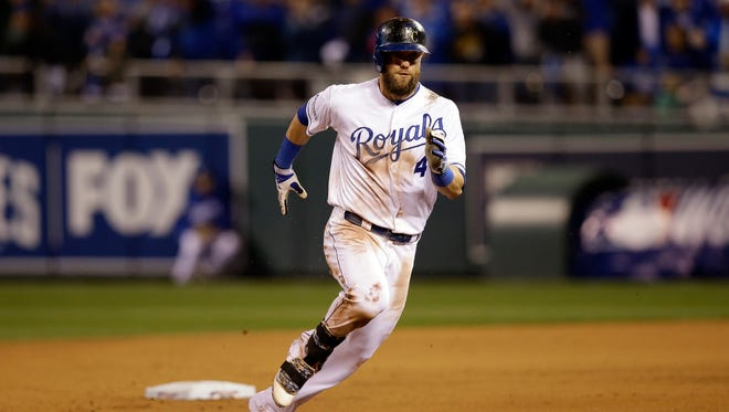 Alex Gordon sprinting the bases in Game 7 of the World Series.