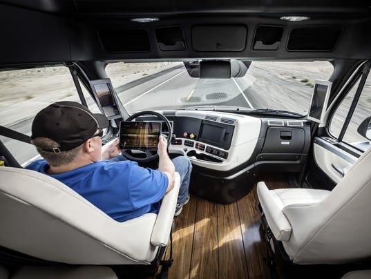 Freightliner Inspiration Truck mit Highway Pilot