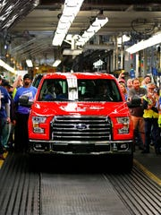Ford Motor Co. and Volkswagen AG are planning to partneron the joint production of commercial pickups as the automakers continue their broad-ranging discussions on global partnership