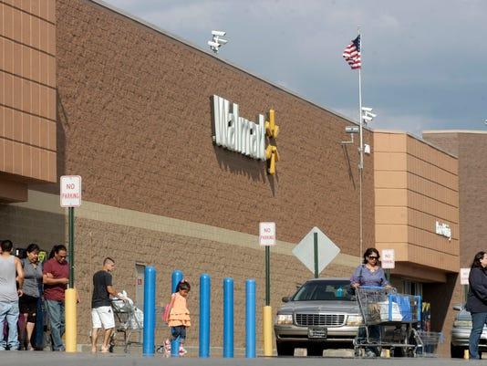 -MUR NEWS Walmart 03.jpg_20120504.jpg
