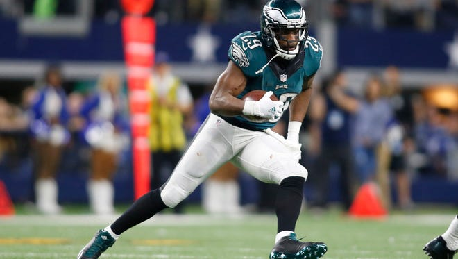 Eagles running back DeMarco Murray, shown earlier in the season against Dallas, is averaging just 3.5 yards per carry this season.