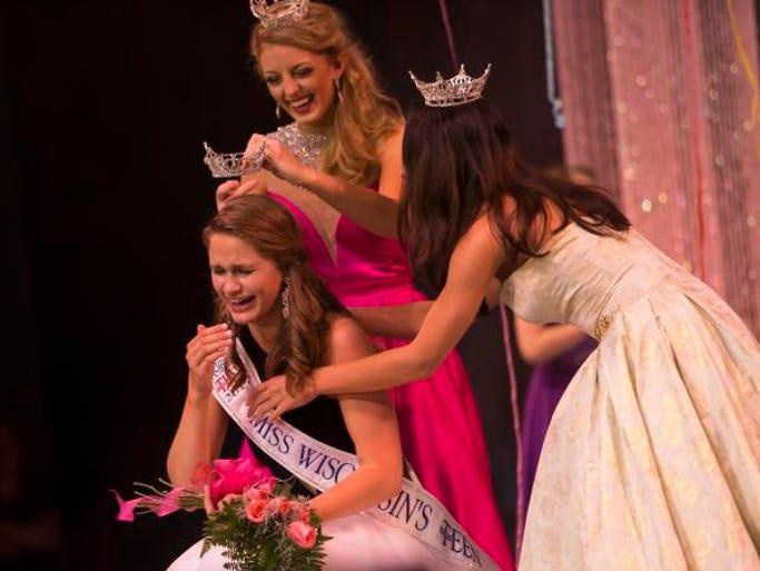 Miss Harbor Cities' Outstanding Teen Grace Stanke wins