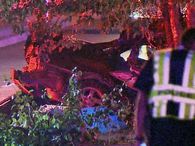 Six dead in Dallas as car crashes into tree