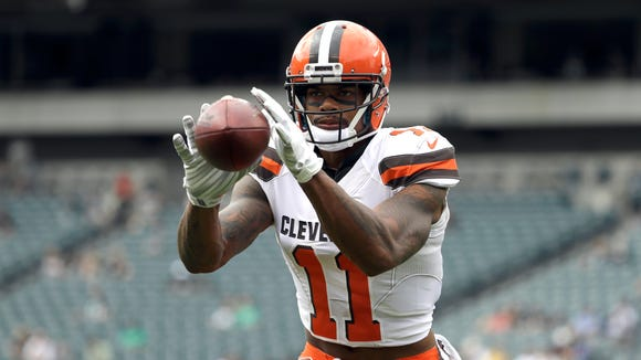 Cleveland Browns' Terrelle Pryor warms up before an
