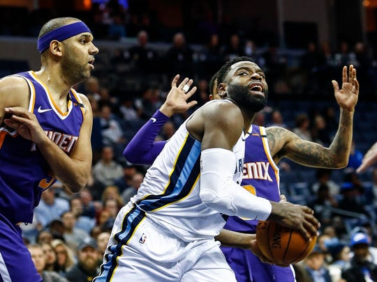 Memphis Grizzlies guard Tyreke Evans (right) drives the lane against Phoenix Suns defender Jared Dudley (left) during fourth quarter action at the FedExForum in Memphis, Tenn., Monday, January 29, 2018.
