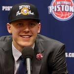 Pistons' Henry Ellenson lends a hand at Flint school