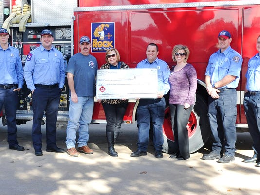 WFFD presents checks for $8,000 to ACS, Komen