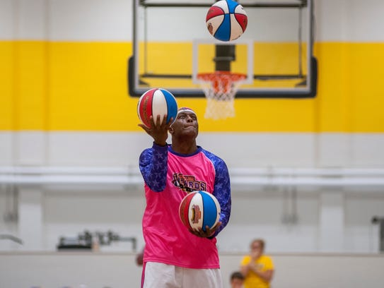 A member of the Wizards juggles some basketballs during
