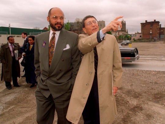 Detroit Mayor Dennis Archer, left, listens to Dr. David