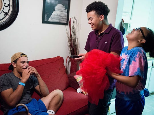 Shawn Murphy jokes around with his brother Dennis Hancock, 14, and his sister Alayna Hancock, 11, at their home, Tuesday, Oct. 25, 2016, in Nashville, Tenn.