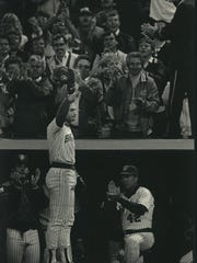 Paul Molitor acknowledges the ovation of the crowd after his hitting streak came to a halt at 39 games in 1987.