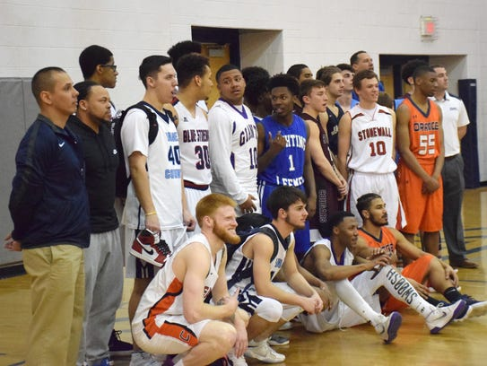 Players and coaches from Team MKZ and Team MKX pose