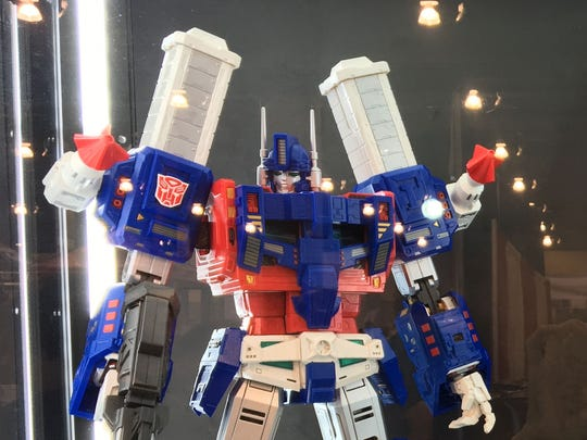 Ultimetal Ultra Magnus for $1,000 at The Chosen Prime in the Exhibitor Hall at Phoenix Comic Fest, Thursday, May 24, 2018.