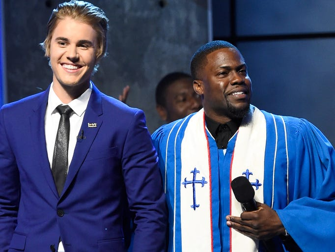 Honoree Justin Bieber and roastmaster Kevin Hart  take