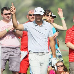 Dustin Johnson shoots 64, moves into contention in Abu Dhabi