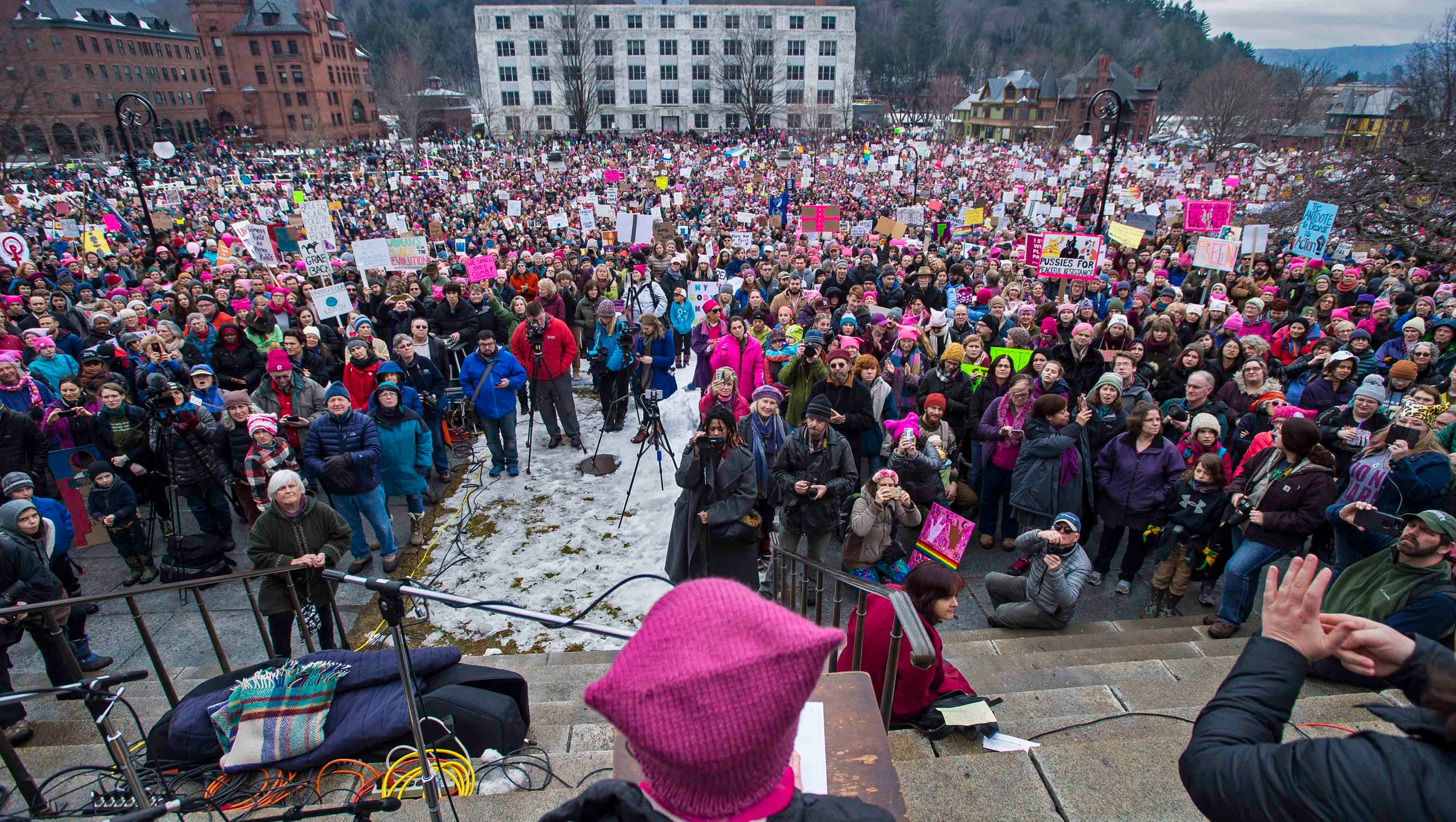 montpelier women Check out our official website to sign up for updates, get answers to your questions, and for the most recent information about the women's march & unity rally: http:// womensmarchonmontpeliervto rg.