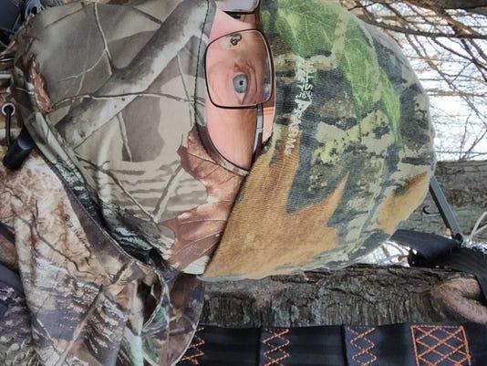 635836260247924598-Deer-hunter-in-tree-stand.jpg