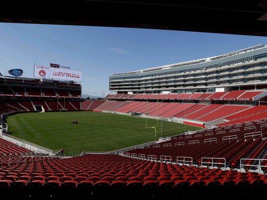 -49ers_Stadium_Opening_Football_CAER111.jpg_20140717.jpg