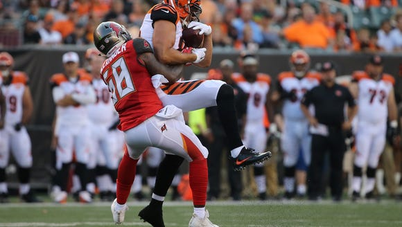 Cincinnati Bengals tight end Tyler Eifert (85) comes
