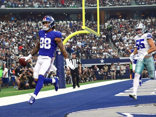 Sep 8, 2019; Arlington, TX, USA; New York Giants tight end Evan Engram (88) catches a first quarter touchdown against the Dallas Cowboys at AT&T Stadium. Mandatory Credit: Matthew Emmons-USA TODAY Sports