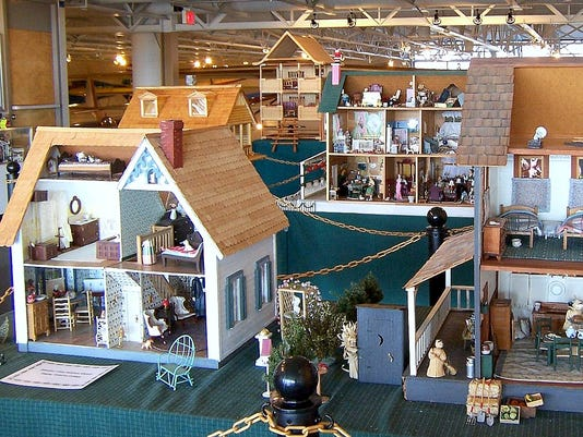 ELM 1114 DOLLHOUSE EXHIBIT
