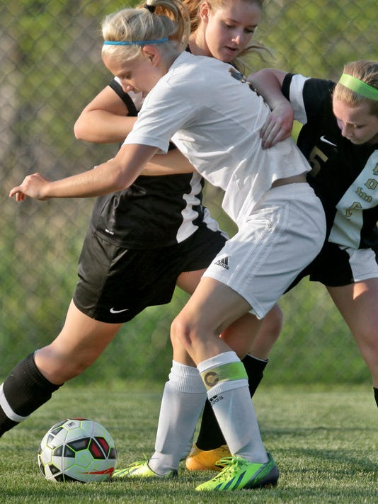Hartlands Maddie Pogarch takes a pounding from Howells 8 Lexie Sommers and 5.jpg
