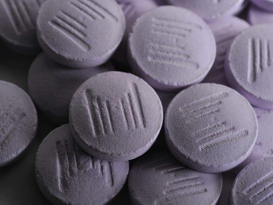 M logo Reumofan Plus pills_REUMOFAN-JMG_1968_58023358