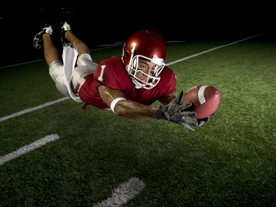 football_receiver_catching in air