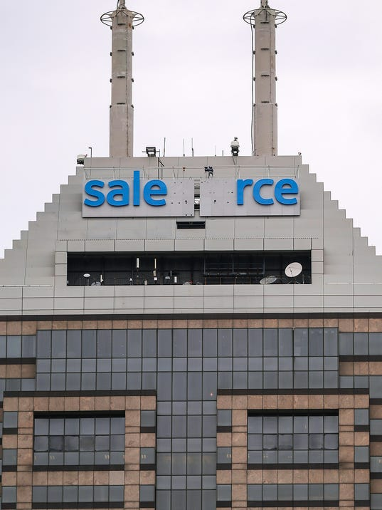 636283734013442580-Salesforce-tower-sign-JRW02.JPG