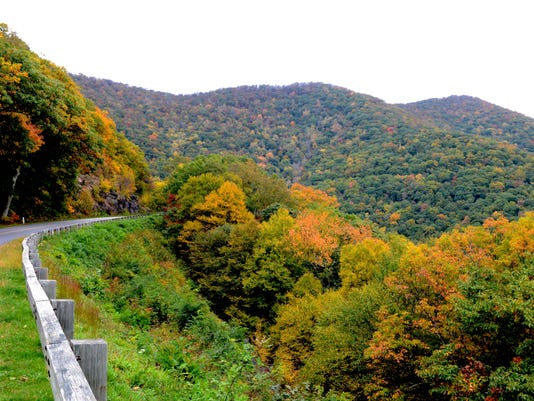636396145060420798-Fall-color-parkway.jpg