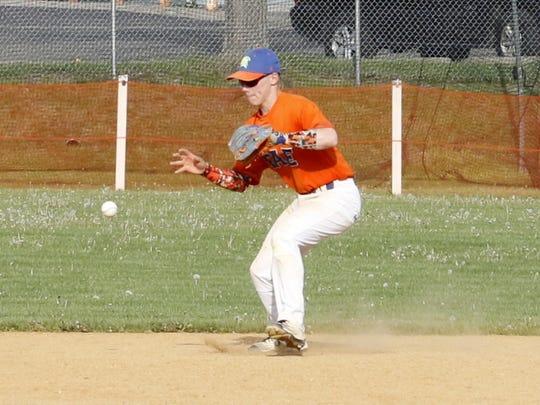 Edison shortstop Sage Pesesky gets set to barehand