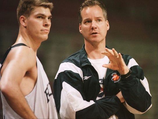 3/12/97: Butler Bulldog's Coach Barry Collier confers