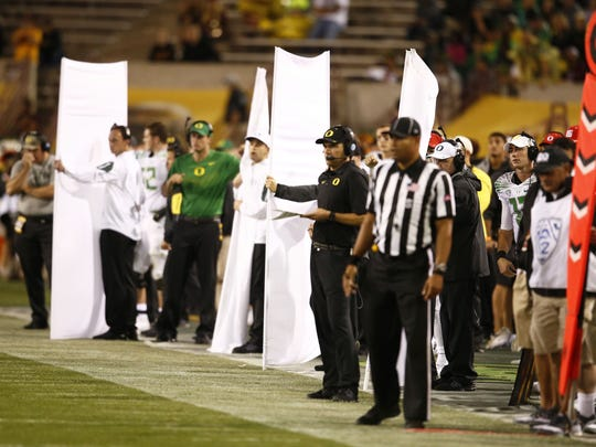 Oregon held up curtains on the sidelines against ASU