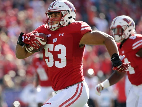 Wisconsin linebacker T.J. Edwards runs 54 yards for
