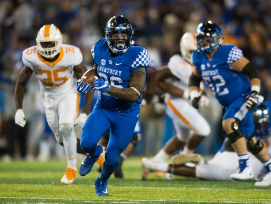Kentucky running back Benny Snell Jr. (26) runs the