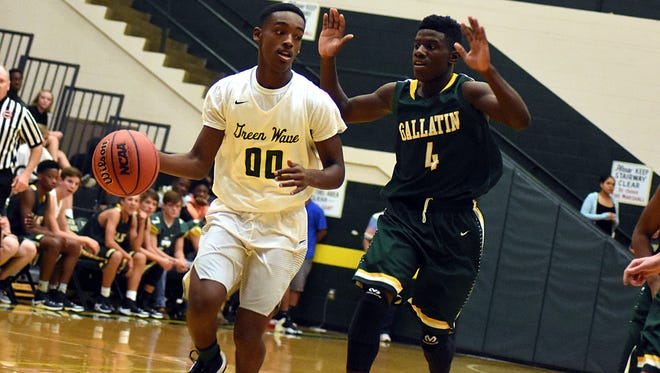 Gallatin senior Marlon Mitchell (00) scored 10 points in the Green Wave's 63-56 victory over Springfield on Saturday.