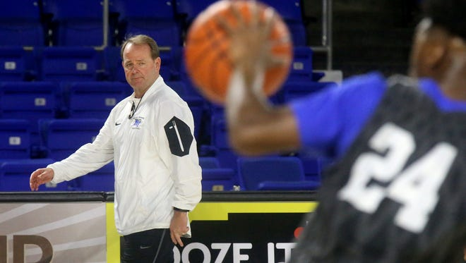 MTSU's Kermit Davis was one of the lowest-paid coaches in the NCAA tournament.
