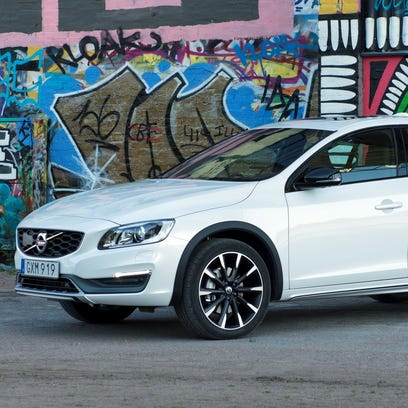 2016 Volvo S60 Cross Country goes outside the box