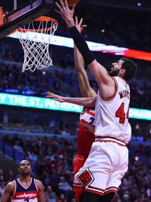 Chicago Bulls forward Nikola Mirotic (44) shoots the ball against Washington Wizards forward Otto Porter Jr. (22) during the second half at the United Center. The Chicago Bulls defeat the Washington Wizards 97-92.