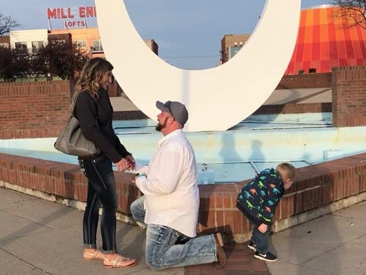 Marriage proposal, Bay City