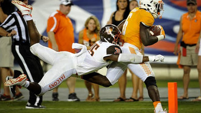Tennessee running back Alvin Kamara carries the ball into the end zone against Bowling Green.