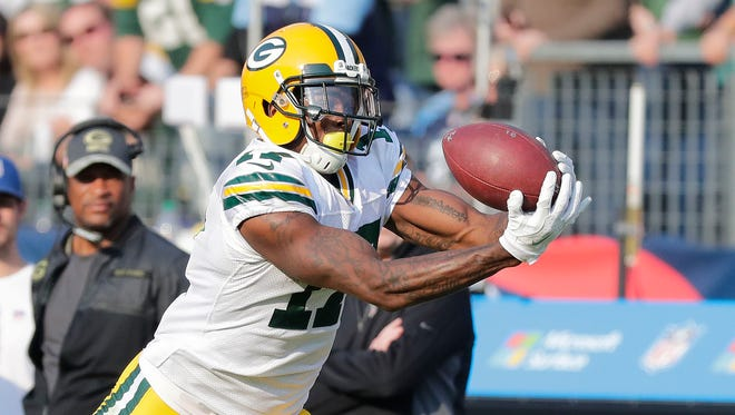 Green Bay Packers wide receiver Davante Adams (17) makes an over the shoulder catch against the Tennessee Titans at Nissan Stadium in Nashville, TN Sunday, November 13, 2016.