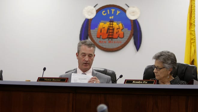 Aztec Mayor Victor Snover and Commissioner Rosalyn Fry are pictured Tuesday during a City Commission meeting in Aztec.