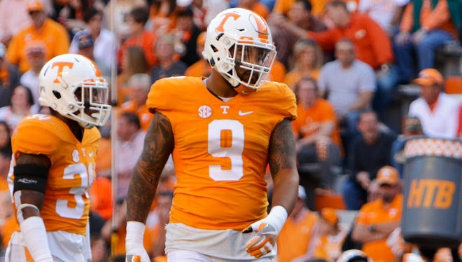 Tennessee Volunteers defensive end Derek Barnett (9) during the first quarter against the Tennessee Volunteers at Neyland Stadium.