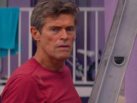 Bobby (Willem Dafoe) manages the Magic Castle motel