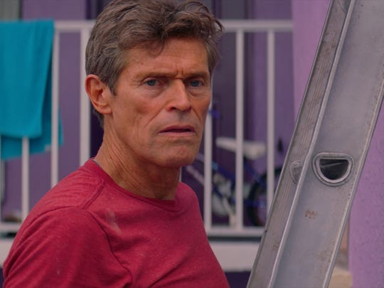 Bobby (Willem Dafoe) manages the Magic Castle motel