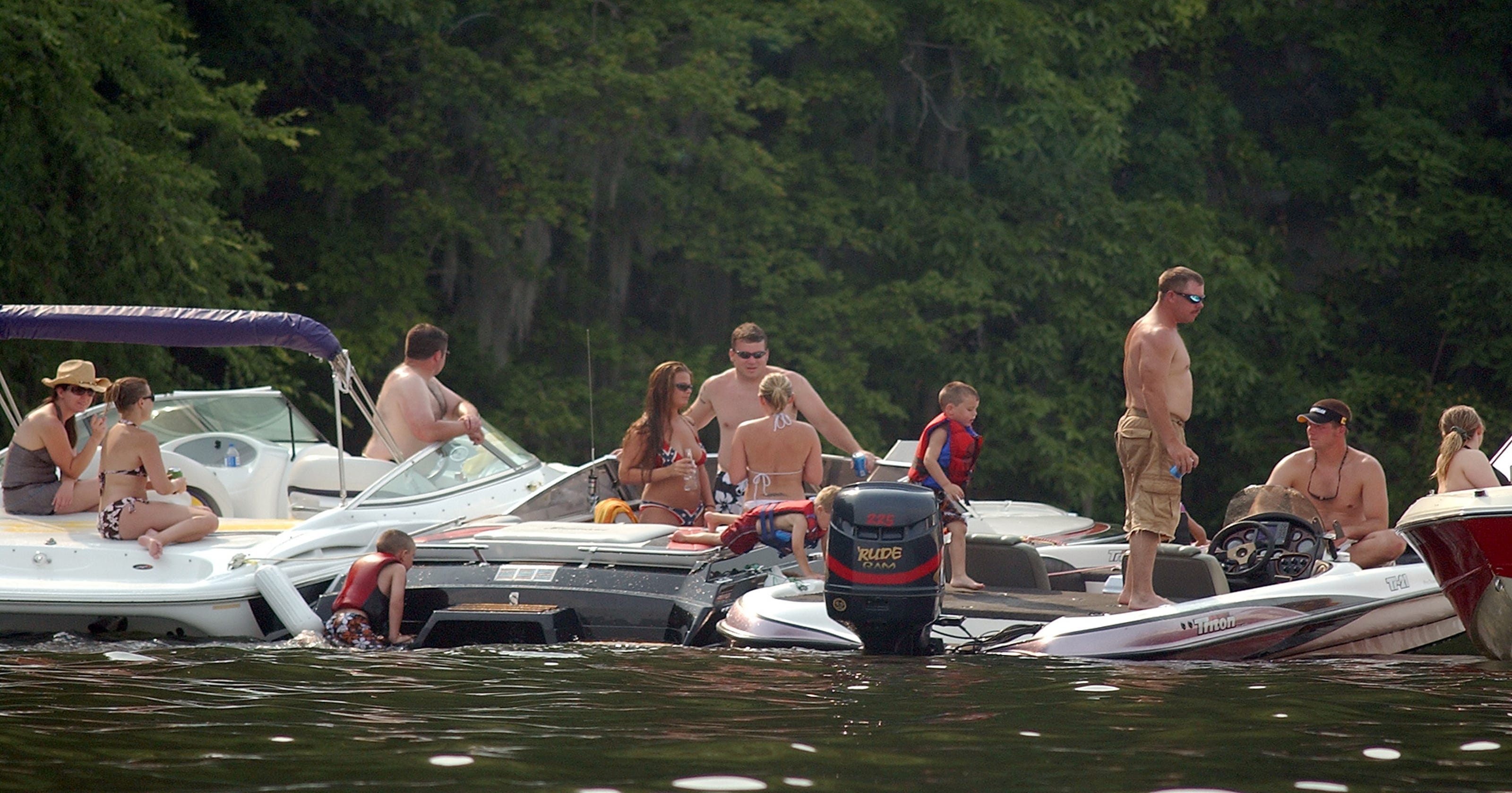 2 die in boating accidents over the weekend
