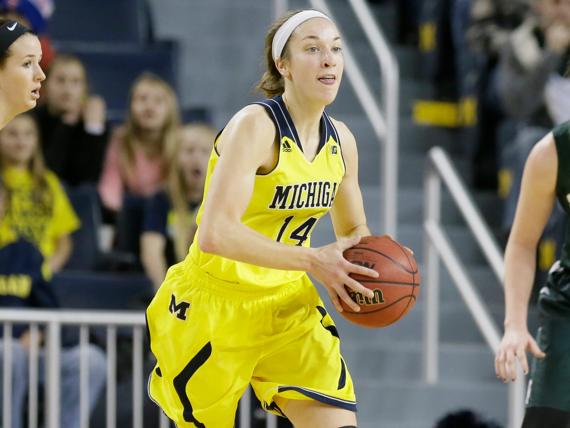 Michigan guard Nicole Elmblad passes the ball against Michigan State on Jan. 4, 2015.